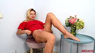 Blonde MILF Lana Roxy