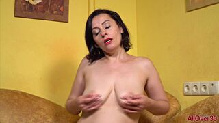 Allegra Spreads and Fingers