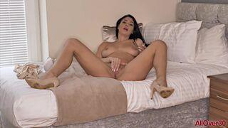 Roxy Mendez Beautiful MILF