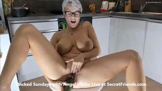Secret Friends - Food Porn with Angel Wicky Live at SecretFriends