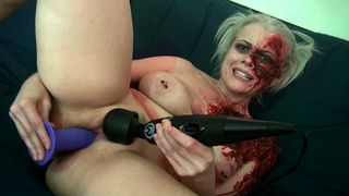 Club Nadia White - Sexy zombie pleases the gash between her legs!