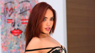 8th Street Latinas - Sexy Selena