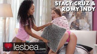 Lesbea - Ebony Dutch Babe Facesitting Interracial Lesbian Sex with Stacy Cruz