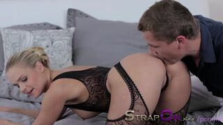Double Pentration for Sexy Blonde and Cumshot for Finish