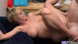 Sexy Short-haired Blonde MILF Dee Williams