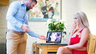 DDF Network - Golden blonde Sienna Day shows her deepthroat skills in the close-up