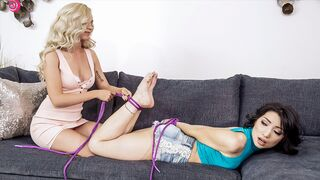 Twistys Hard - Knotting Out of the Ordinary