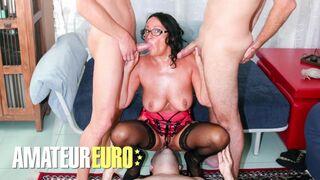 Scambisti Maturi - Italian Slut Laura Rey Rough Anal Foursome with three Men